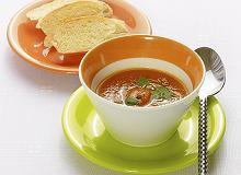 Zupa krem z marchwi ze świeżo siekaną kolendrą - ugotuj