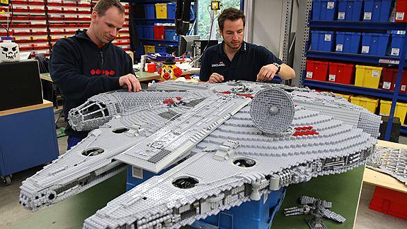 Budowa statku kosmicznego z klocków Lego