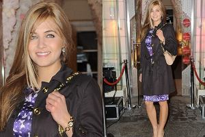 Piękna Miss Polonia 2010 lubi bywać. To bardzo dobrze, bo pięknych kobiet na salonach nigdy za dużo. Rozalia Mancewicz ma szansę na sporą karierę w polskim show-biznesie. Na pewno będziemy śledzić jej rozwój, a na razie zobaczmy jak się prezentowała na pokazie Deni Cler