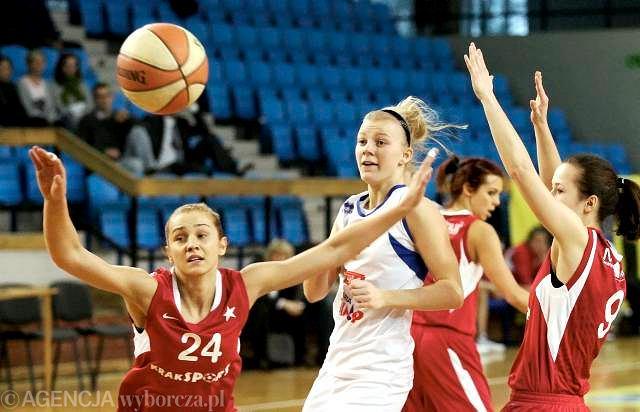 Agnieszka Śnieżek (z lewej) w barwach Wisły Kraków