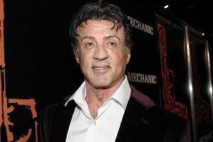 Sylvester Stallone jest jednym z najbardziej kasowych aktorów światowego kina. A zaczynał jako bileter i statysta... Trzeba przyznać, że w ogóle nie wygląda na swoje lata. Ba! On wygląda nawet lepiej niż jego własna matka!