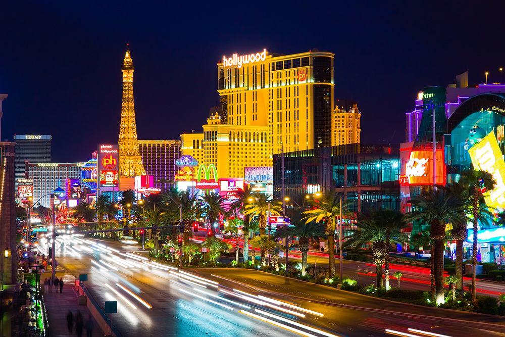 Las Vegas Strip to odcinek Las Vegas Boulevard o długości około 6,8 km. Przy Las Vegas Strip działa dziewiętnaście z dwudziestu pięciu największych hoteli na świecie pod względem liczby pokoi. Las Vegas Strip odwiedza rocznie 29,467,000 osób.