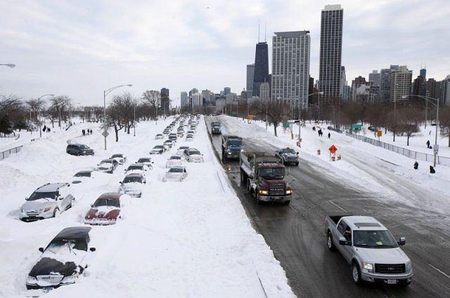 zima w Chicago - zasypane samochody