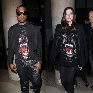 Liv Tyler i Kanye West w tej samej bluzie Givenchy na jesienno-zimowym pokazie marki