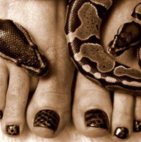 stylizacja paznokci - skóra węża