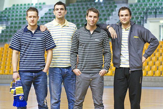Zawodnicy Vive Targi Kielce prezentują kolekcję ubrań do codziennego użytku