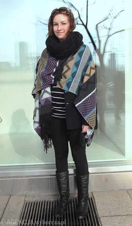 ponczo - Urban Outfitters, szal - Gina Tricot, rurki - H&M, kozaki - second hand w Kopenhadze