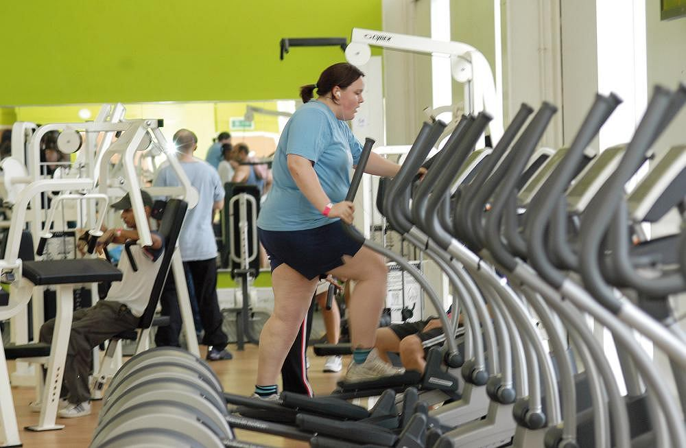 Otyłość. Codzienna aktywność fizyczna stanowi, obok diety, jedną z najbardziej skutecznych metod walki z otyłością i jej ewentualnymi nawrotami