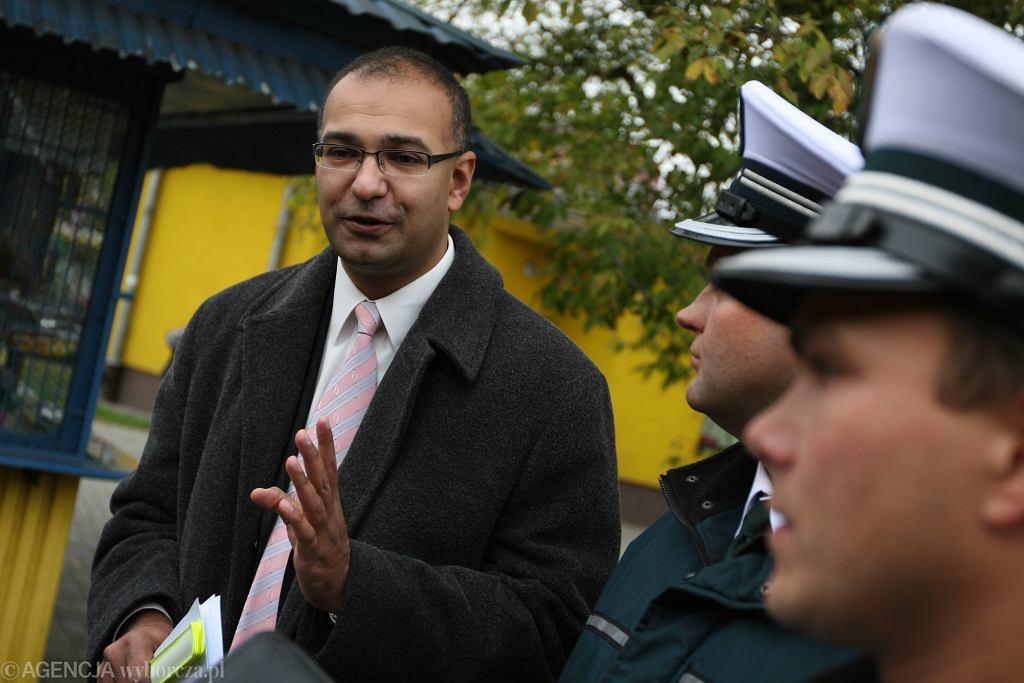 Rzecznik prasowy Głównego Inspektoratu Transportu Drogowego Alvin Gajadhur (z lewej)