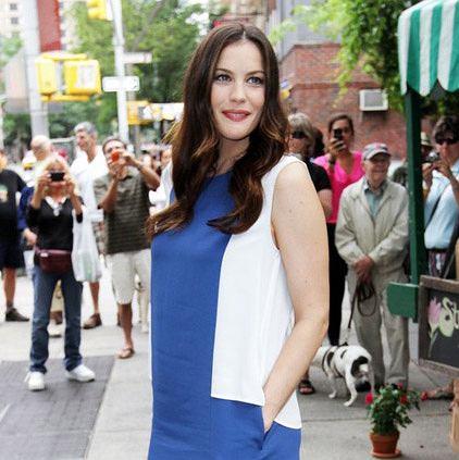 Liv Tyler w dwukolorowej sukience Stella McCartney
