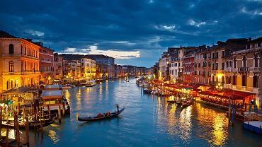 Wenecja to miasto urzekające i jedyne w swoim rodzaju. Warto je odwiedzić chociaż raz w życiu.   Wenecja nocą wygląda równie pięknie jak za dnia. A może nawet piękniej?