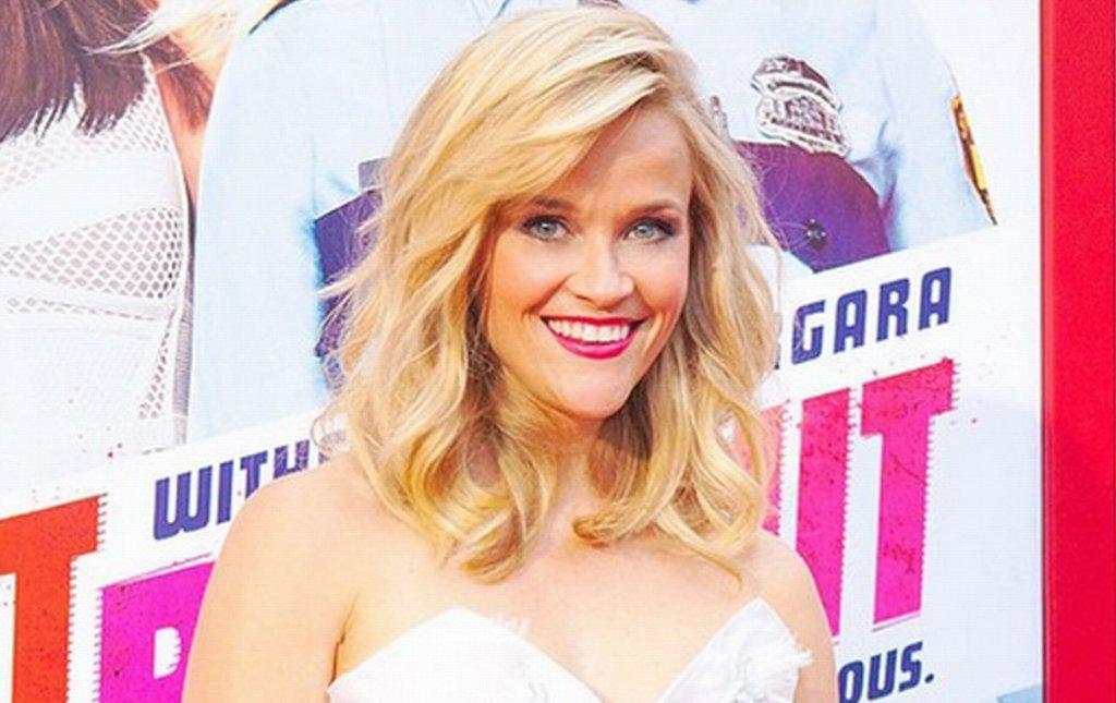 <b>7. Reese Witherspoon - 15 mln dolarów</b><br/>Witherspoon, zirytowana brakiem ciekawych ról dla kobiet po trzydziestce, założyła własną firmę producencką i kupiła prawa do ekranizacji kilku powieści z ciekawymi bohaterkami. Pierwszą z nich była 'Zaginiona dziewczyna', drugą 'Dzika droga', w której także zagrała. Dochody z tych filmów pozwoliły jej wrócić na listę, z której wypadła w 2011 roku.
