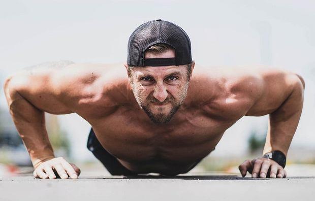"""Mężczyzna schudł prawie 4 kg podczas sześciogodzinnego treningu """"Iron Man"""". Efekt robi wrażenie"""