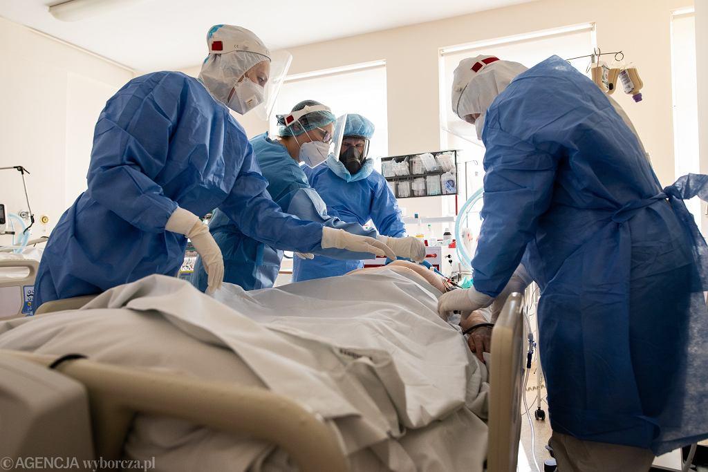 Oddział Intensywnej Terapii (zdjęcie ilustracyjne). Naprzemienne upały i burze sprawiają, że w szpitalach w Warszawie wysiada klimatyzacja