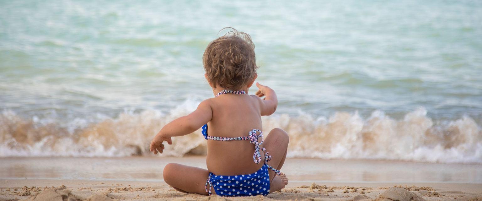 Małgorzata Iwanek: Przeświadczenie, że dziecko musi być na plaży w majtkach, bierze się z różnych lęków (Fot. Shutterstock.com)