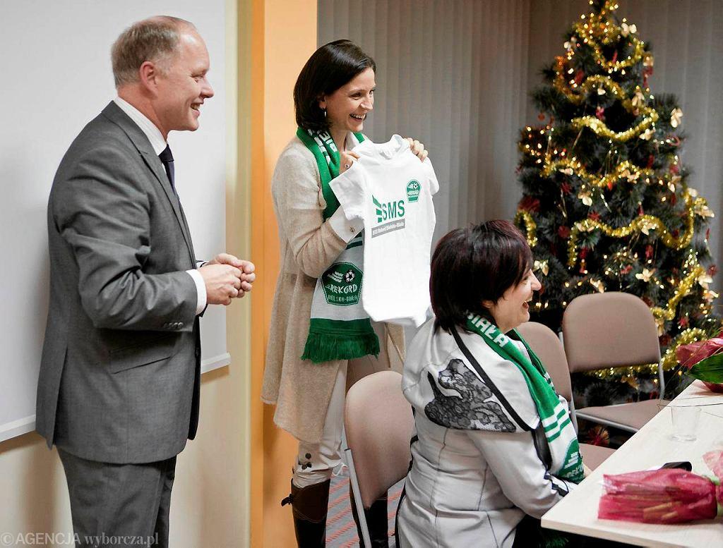 Janusz Szymura, prezes Rekordu (z lewej) i była minister Joanna Mucha z wizytą w Szkole Mistrzostwa Sportowego 'Rekord'