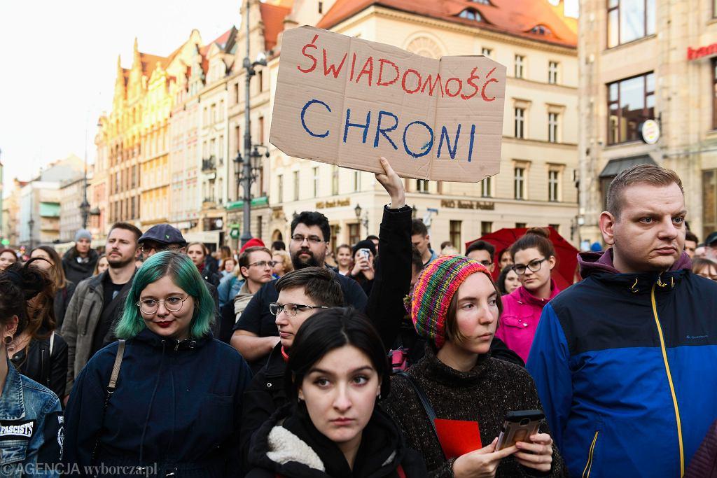 16.10.2019 Wrocław. Protest ''Jesień średniowiecza '' przeciw ustawie ograniczającej edukację seksualną. Zdjęcie ilustracyjne