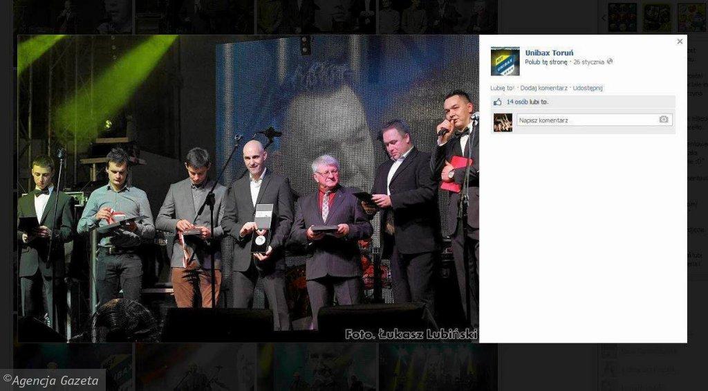 Tak Unibax zaprezentował medale na swoim profilu na Facebooku.