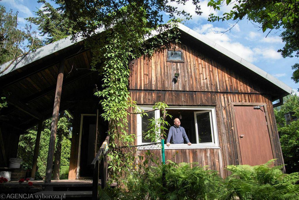 Osiedle Jazdów, zespół fińskich domków uratowane przez grupę działaczy miejskich. Obecnie prowadzone są tu warsztaty proekologiczne i edukacyjne / FRANCISZEK MAZUR