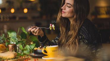 Japońscy naukowcy obalili teorię jedzenia 2 godziny przed snem