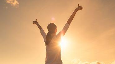 Jak myśleć pozytywnie? Oto kilka sposobów na to jak zmienić swoje nastawienie do życia. Zdjęcie ilustracyjne