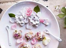 Praliny z białej czekolady z różą - ugotuj