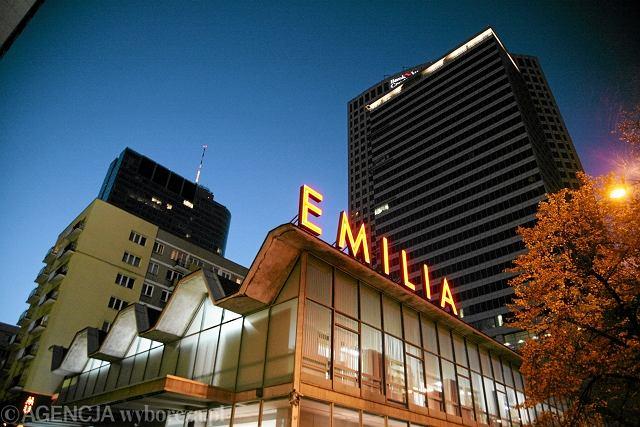 Pawilon sklepu meblowego Emilia przy ul. Emilii Plater w 2009 r.