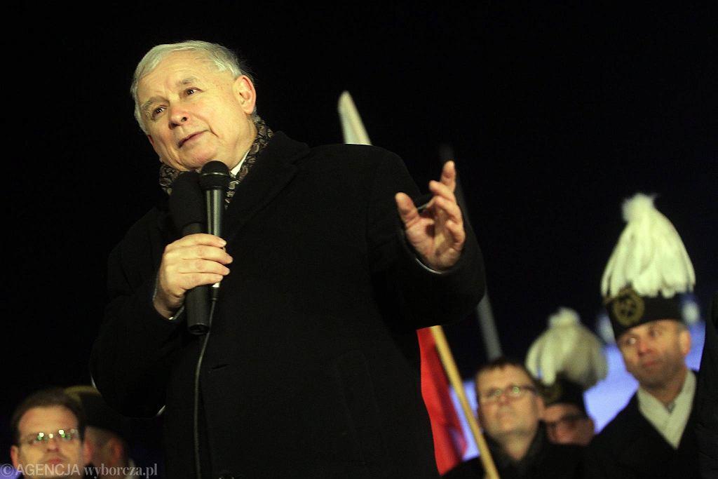 10.12.2015 r., Warszawa. Miesięcznica smoleńska pod Pałacem Prezydenckim
