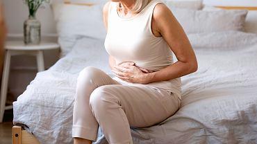 Dominującym objawem stanu zapalnego trzustki jest trudny do zniesienia ból pojawiający się nagle. Ból obejmuje środkową część brzucha i nadbrzusze i trwa przez wiele godzin, a nawet dni