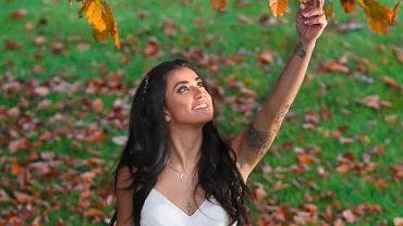 Maja Hyży pozuje w śnieżnobiałej sukni ślubnej. Spójrzcie na dół kreacji!