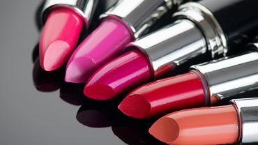 Jesienne kolory szminek. Zdjęcie ilustracyjne