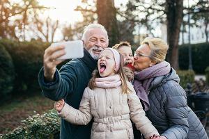 Prezent na Dzień Babci i Dziadka. Czym obdarować kochanych dziadków?