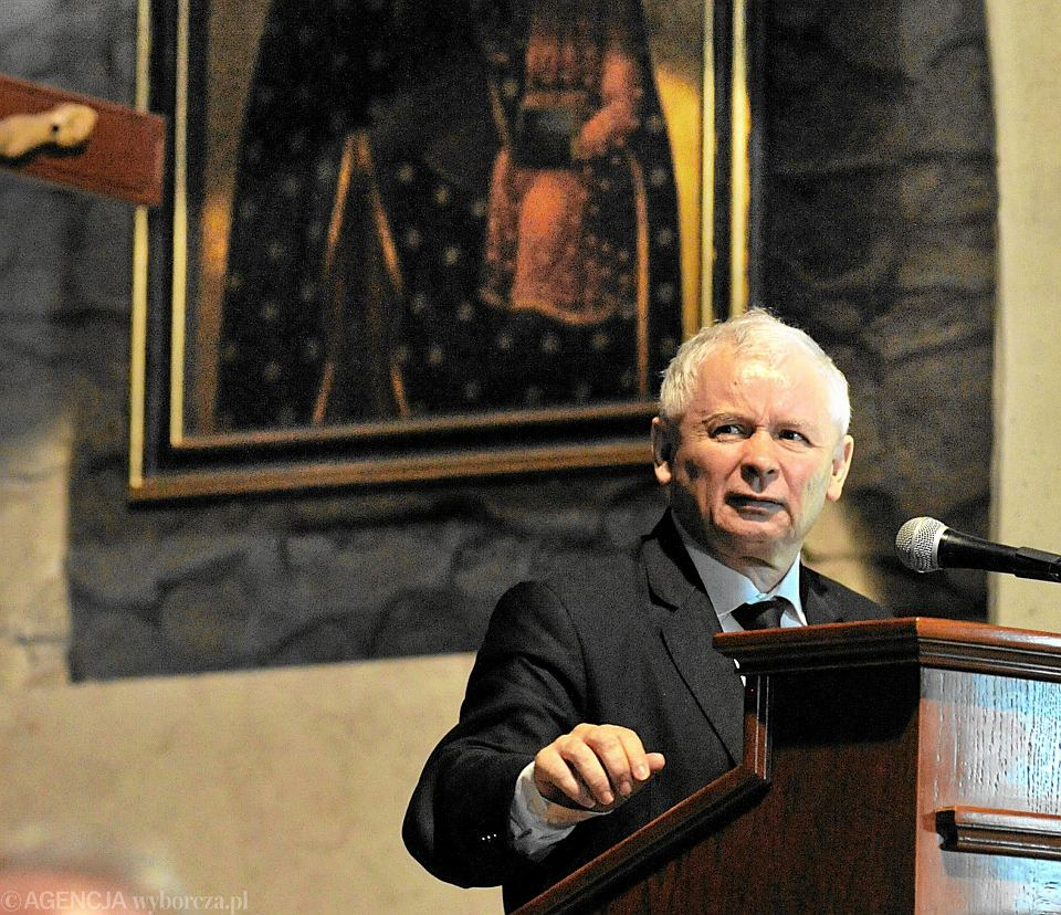 Zdjęcie numer 1 w galerii - Kaczyński znowu sprawił, że spadłem z krzesła. Na klęcznik