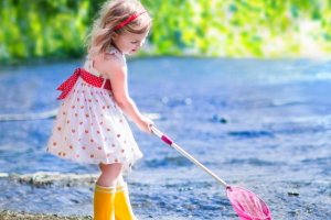 Konewki, taczki, siatki na motyle i inne: zabawki i gadżety na wieś i do ogrodu