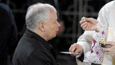 Jarosław Kaczyński na mszy świętej (zdjęcie ilustracyjne)