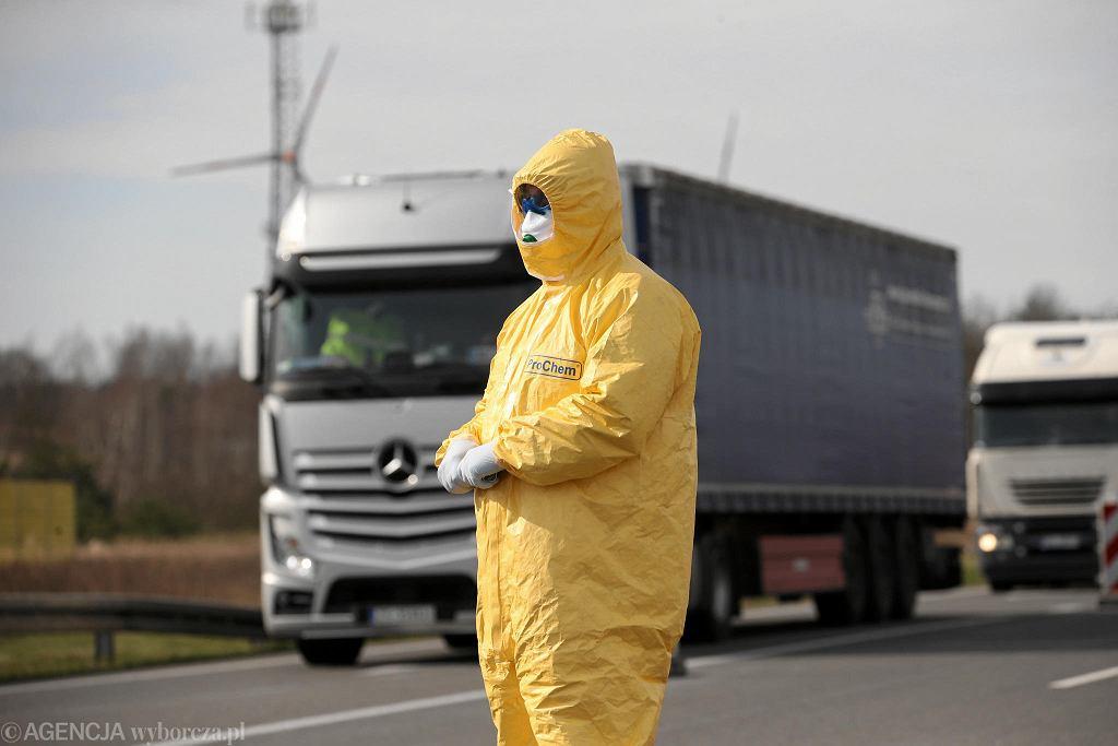 Przejście graniczne w Kołbaskowie na drugi dzień po zamknięciu granic w związku z epidemią koronawirusa