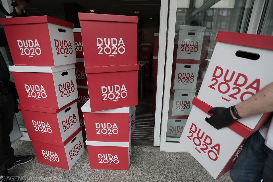 Sztab Andrzeja Dudy składa podpisy poparcia w Państwowej Komisji Wyborczej. Warszawa, 19 marca 2020