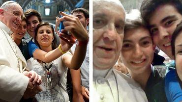 """Pięcioro młodych pielgrzymów z diecezji Piacenza i Bobbio będzie miało niezwykłą pamiątkę z audiencji u papieża Franciszka w Watykanie. Podczas spotkania w Bazylice św. Piotra papież pozwolił - z szerokim uśmiechem - na zrobienie przez jednego z nich wspólnego zdjęcia """"z ręki"""" telefonem komórkowym."""