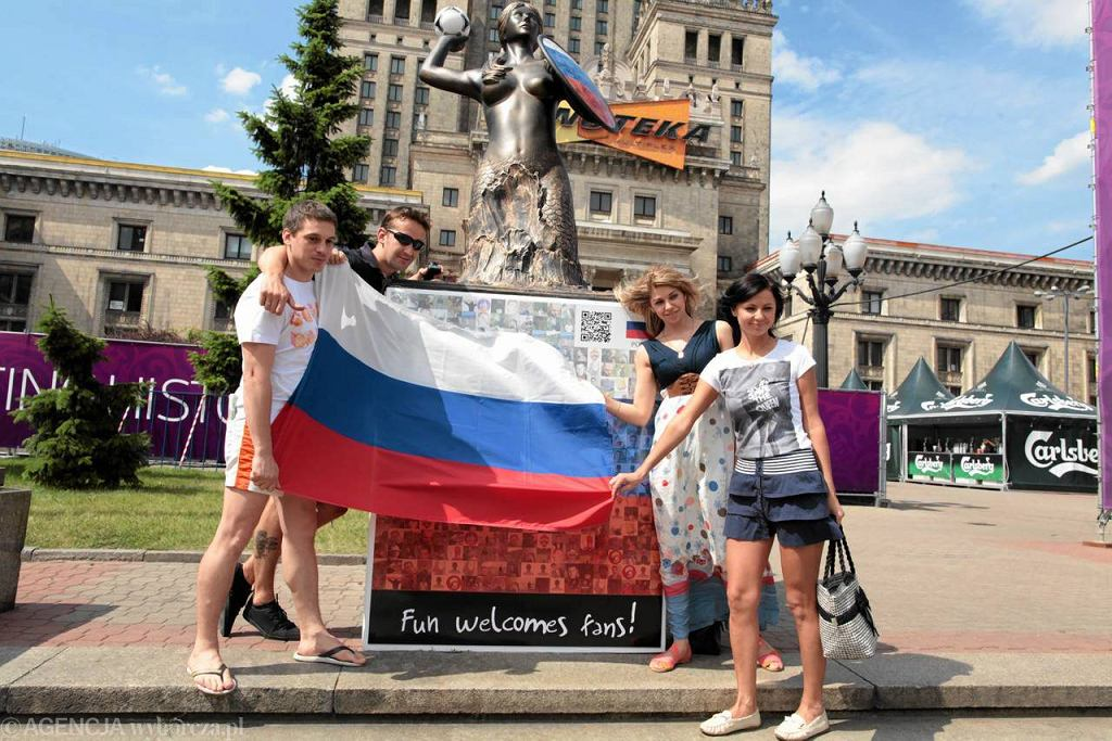 Rosyjscy kibice strefie pod Pałacem Kultury