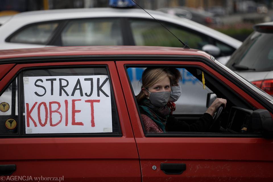 Protest 'Wyjeżdżamy za ważną potrzebą' przeciwko antyaborcyjnemu projektowi Kai Godek