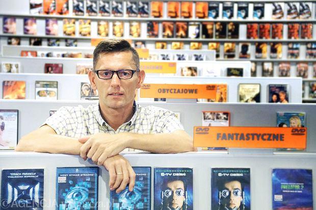 Sierpień 2016 r. Zielona Góra, wypożyczalnia filmów Dual, właściciel Jacek Kubka
