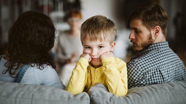 Nie zawsze rodzice muszą się zgadzać w kwestiach wychowawczych. Ważne, by rozmawiali na sporne tematy, a nie tylko upierali się przy swoim