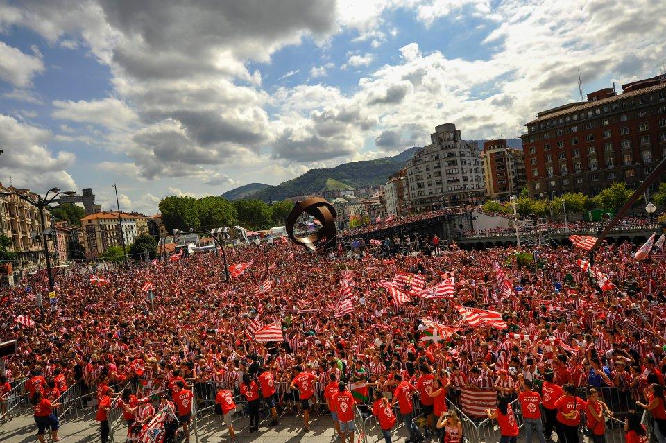Zdjęcie numer 0 w galerii - Superpuchar Hiszpanii. Athletic Bilbao i kibice urządzili wielką fetę [ZDJĘCIA]