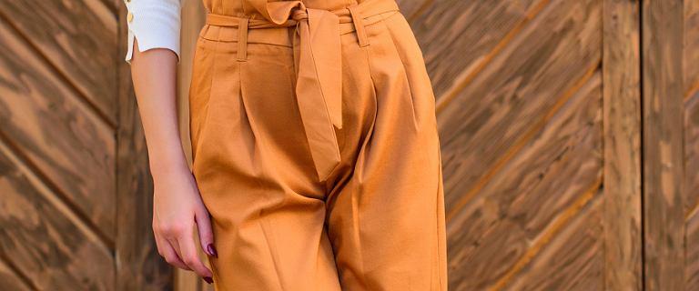 Wygodne spodnie damskie. Modele z delikatnych i przewiewnych materiałów