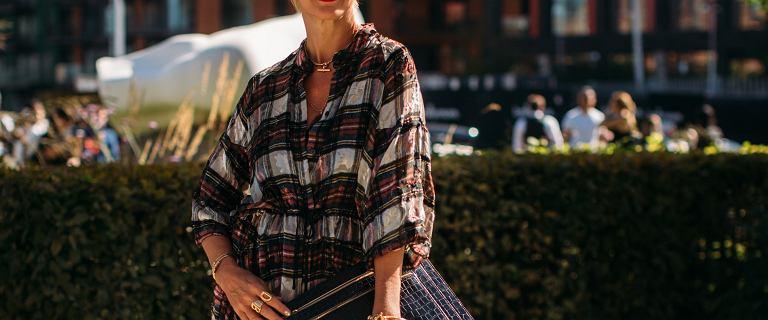 Sukienki na lato dla kobiet po 50-tce pełne klasy! Modele idealne na upały