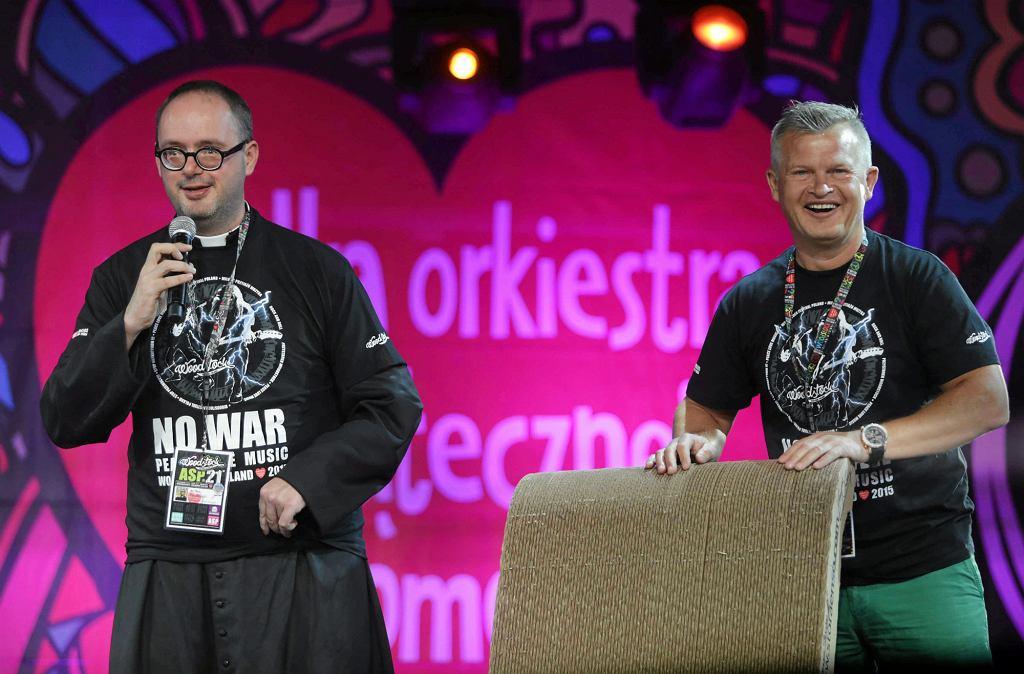 Ksiądz Jan Kaczkowski i Ireneusz Bieleninik na 21. Festiwalu Woodstock, lipiec 2015 r. (fot . Grzegorz Skowronek / Agencja Gazeta)