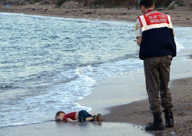 3-letni Aylan Kurdi, którego ciało morze wyrzuciło na plaży w tureckim kurorcie Bodrum