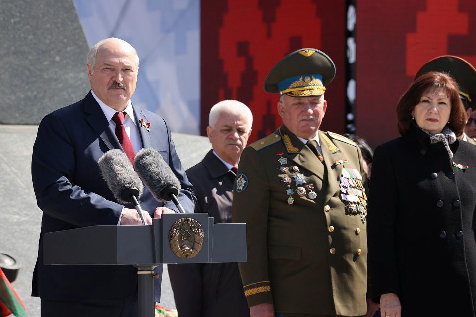 Aleksander Łukaszenka podczas obchodów 76. rocznicy pokonania Niemiec w II wojnie światowej
