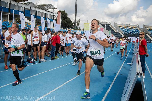 Zdjęcie numer 32 w galerii - PKO Bieg Charytatywny. Na Zawiszy pomagali biegając [ZDJĘCIA]