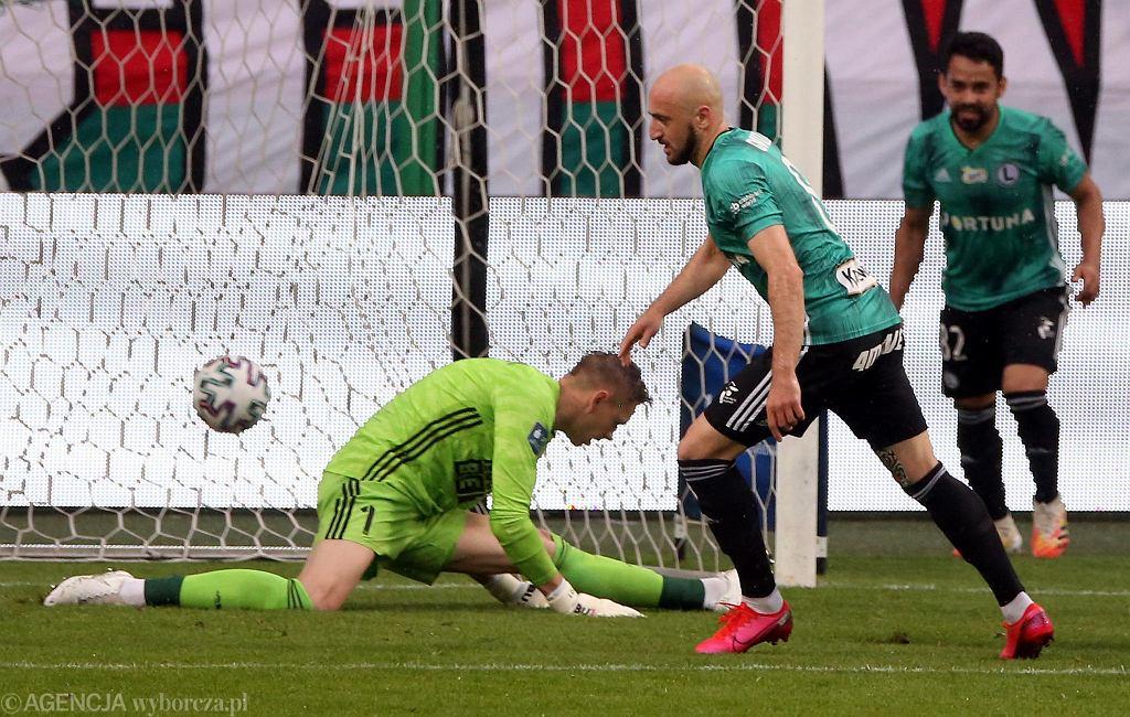 Śląsk Wrocław w grupie mistrzowskiej nie wygrał żadnego meczu z drużynami ze ścisłej czołówki. Na zdjęciu przegrany 0:2 pojedynek Śląsk z Legią.